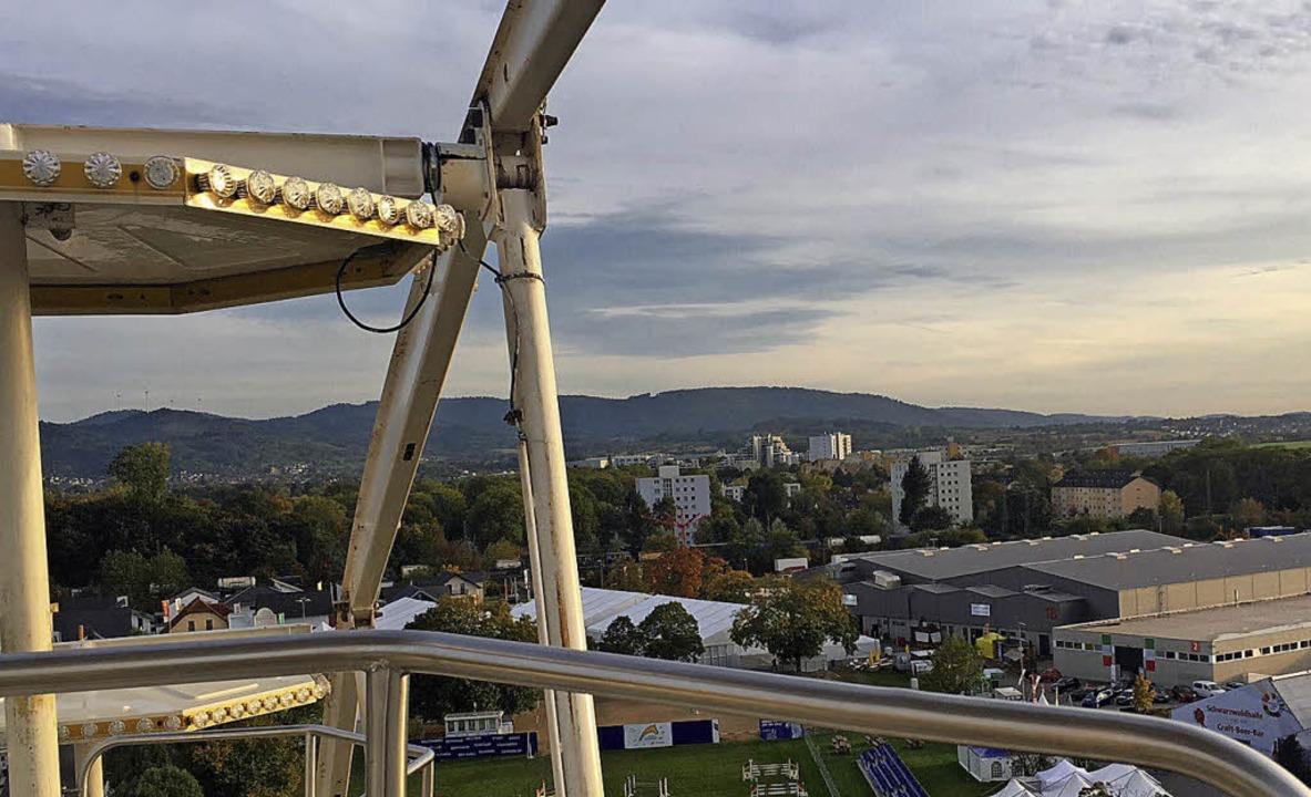 Die beste Aussicht auf der Messe hat man in einer Riesenrad-Gondel.     Foto: weizenecker
