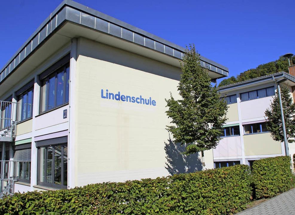 Aus dem Jahr 1961 stammt das Gebäudeensemble der Lindenschule  | Foto: Rolf Reißmann