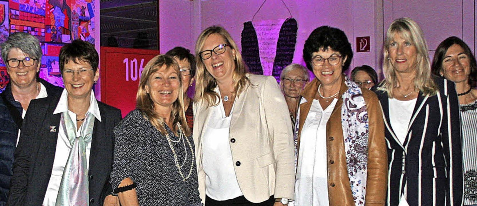 Anette Klaas (3.von rechts), Gleichste...er den Start der Frauenaktionswochen.     Foto: Charlotte Fröse
