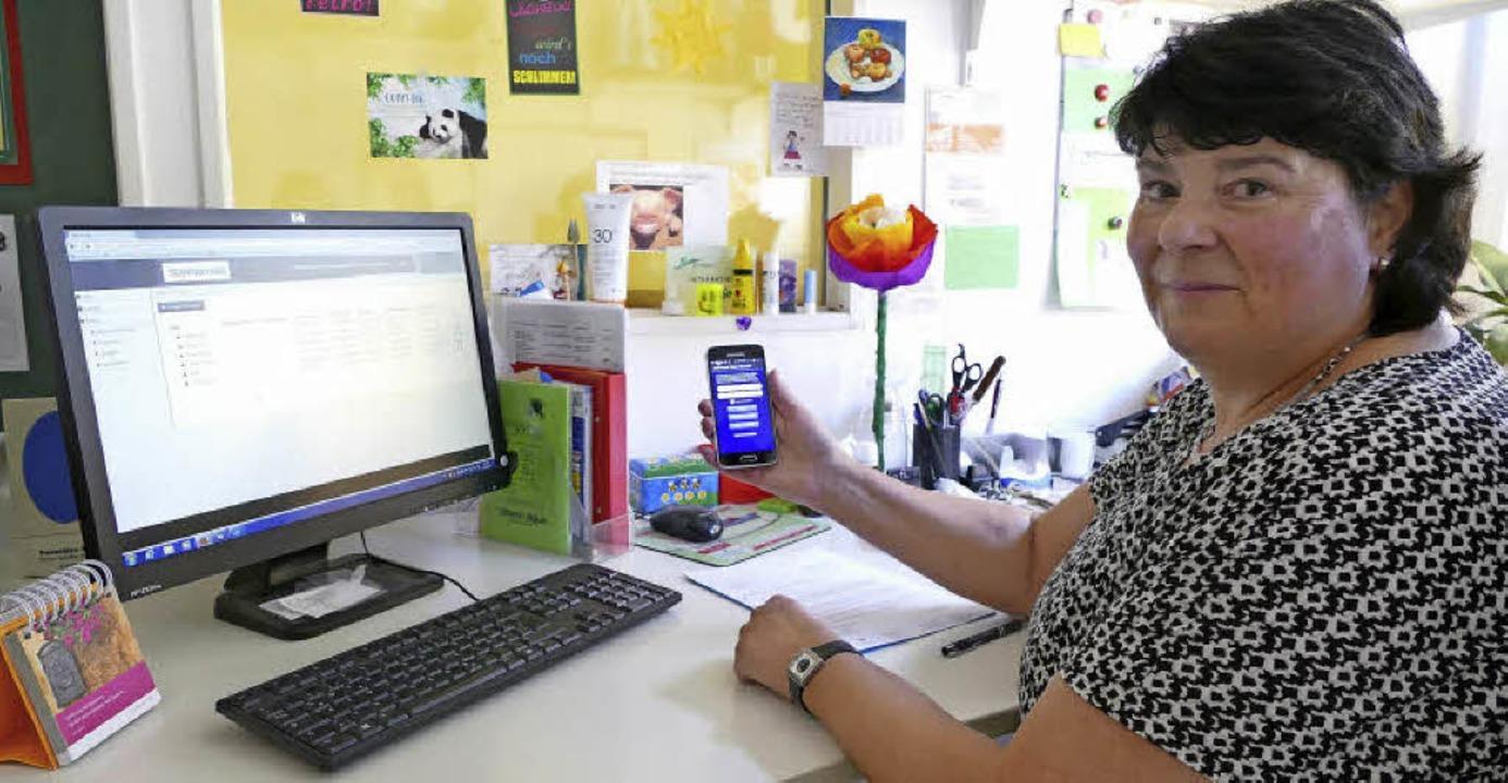Kindergartenleiterin Claudia Laufer fr...r die neue technische Errungenschaft.   | Foto: Tanja Bury