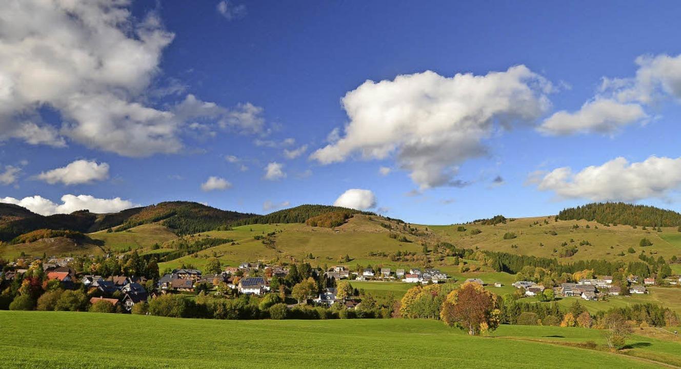 Einen schönen Blick können Wanderer ru...Aussichtspunkt in Dachsberg genießen.     Foto: M. Schön/Melody Write