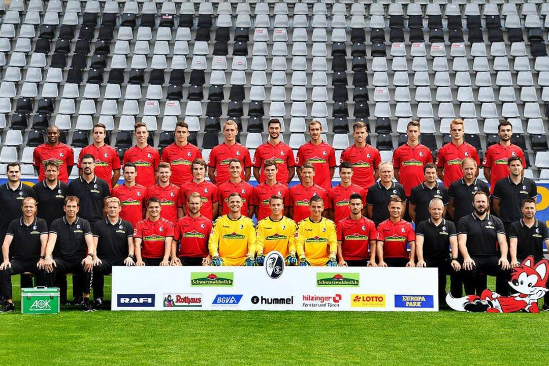 Die Mannschaft des SC Freiburg in der Bundesliga-Saison 2017/2018.  | Foto: Michael Heuberger
