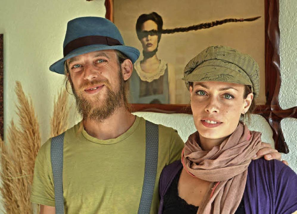 Spannende Bilder und kreative Holzarbe...Janine Machiedo im Kurhaus in Freiamt.  | Foto: Benedikt Sommer