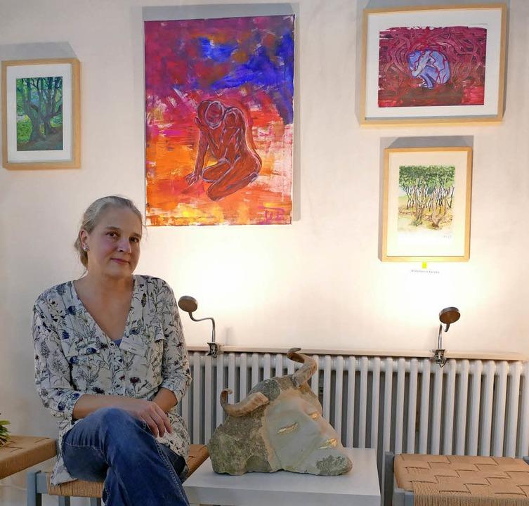 Uta Baron zeigt  in der Herz-Jesu-Kape...ldberg ihre Malereien und Skulpturen.   | Foto: RAlf Morys