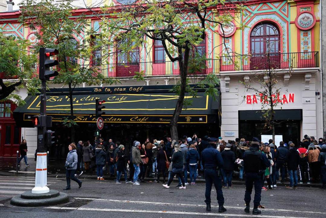 Paris ist  seit den  Anschlägen auf di...  Bataclan eine Metropole des Terrors.  | Foto: JOEL SAGET