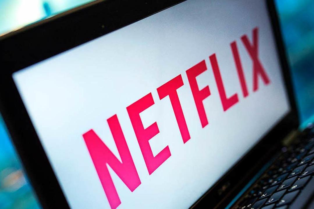 Serien über Netflix gucken wird bald teurer.  | Foto: dpa