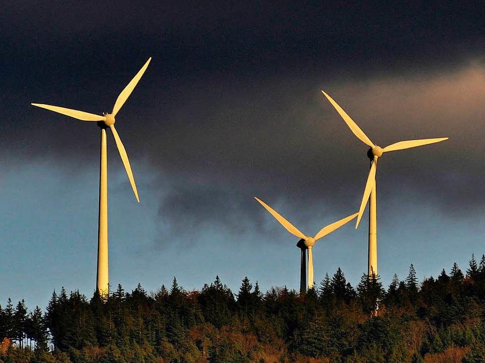 Windräder der Windkraftanlage auf dem Rosskopf in Freiburg.  | Foto: Ingo Schneider
