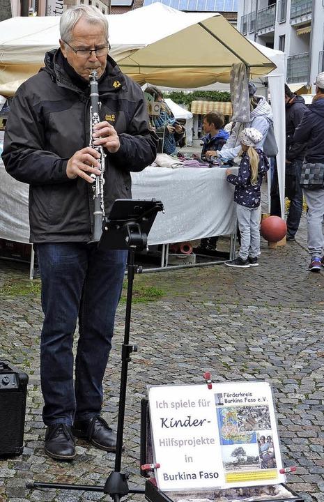 Sandra Friedrich (links) aus Geisingen...en musizierte für Kinderhilfsprojekte.  | Foto: Katharina Timm