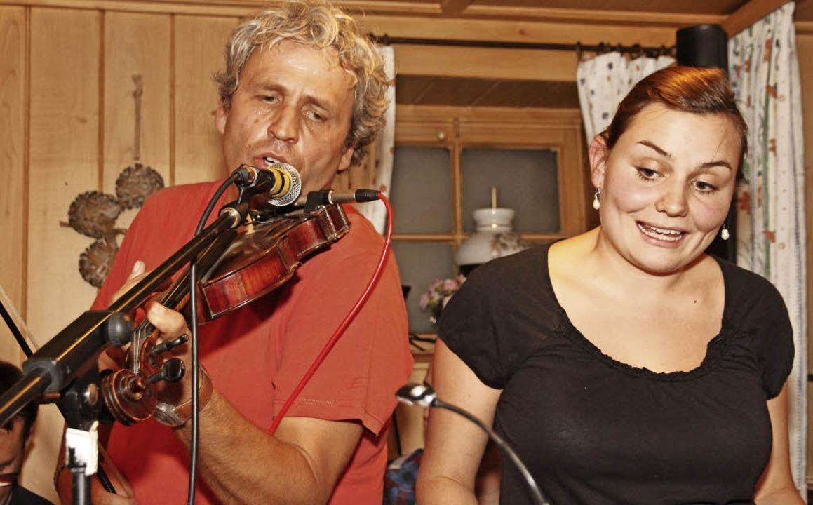 Wolfgang Rogge (links) von der Stifte-Band und Kathrin Ruesch im Duett.  | Foto: Eva Korinth