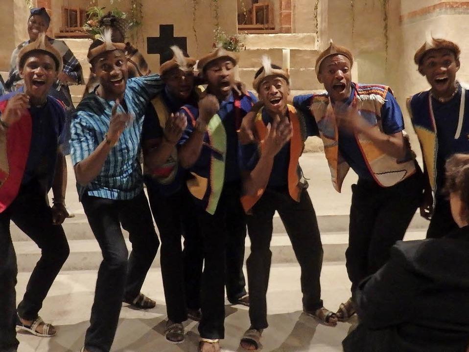 Mit energiegeladenem Tanz, Gesang und ...Show Choir das Publikum in St. Cyriak.    Foto: Bianca Flier