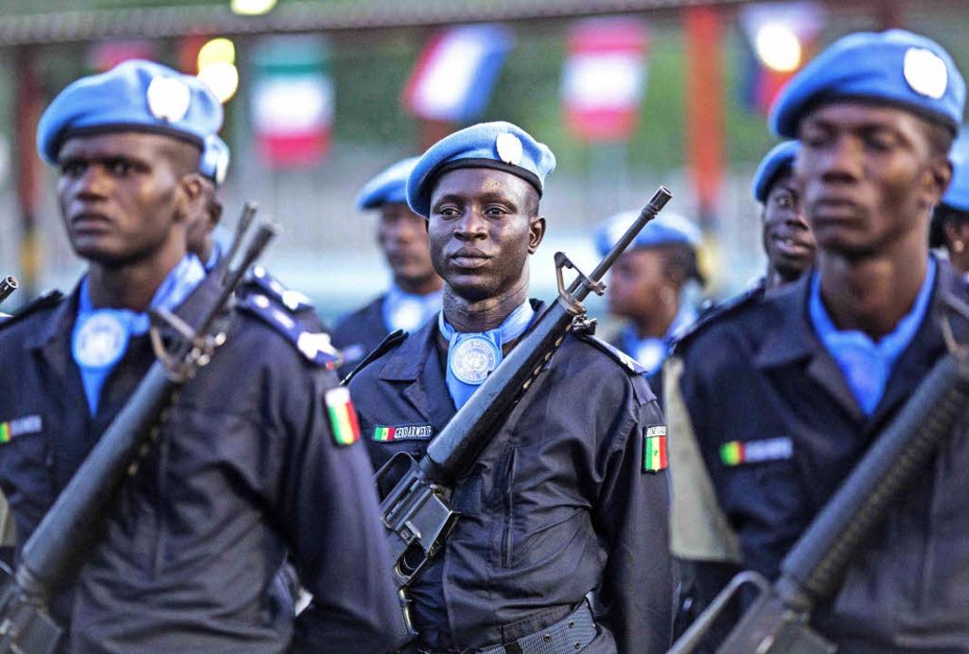 UN-Soldaten aus Kamerun verlassen in d...che die haitianische Stadt  Tabarre.    | Foto: AFP