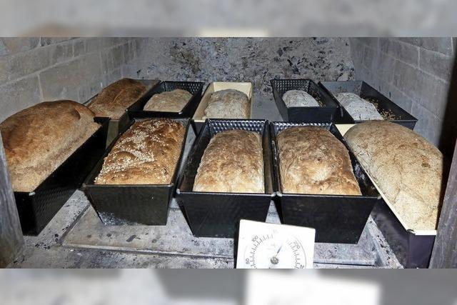 Brotbacken und Apfelsaft selber machen