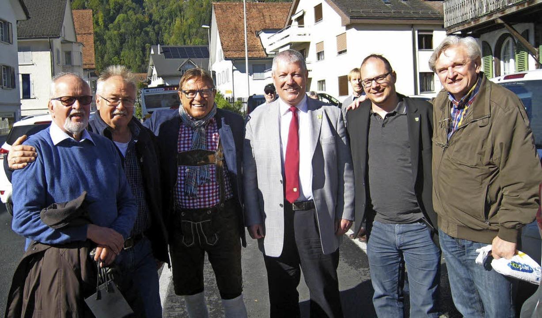 Im Dienst der Städtefreundschaft  (von...egründer der Partnerschaft in  Näfels.    Foto: Axel Kremp