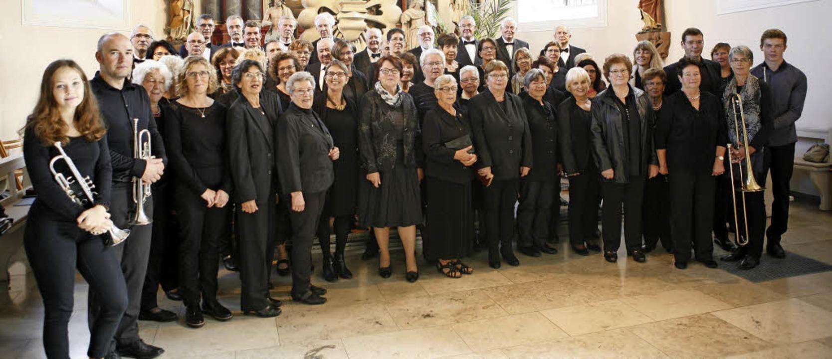 Der Katholische Kirchenchor beim Festgottesdienst in Gottenheim   | Foto: Mario Schöneberg