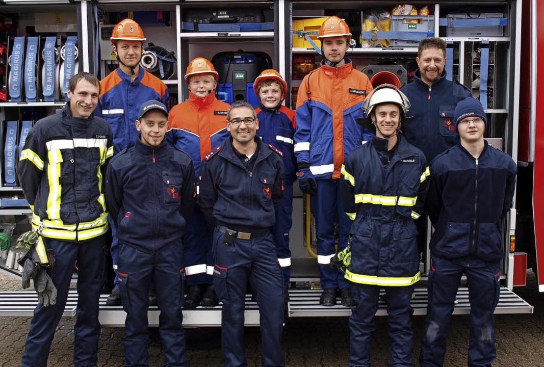 Der besondere Stolz der Feuerwehrabtei...achwuchs mit Jugendleiter Eric Höfer.   | Foto: Paul Schleer