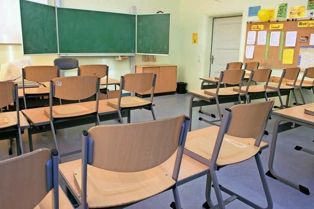 Neue Schulmöbel und Sportgeräte