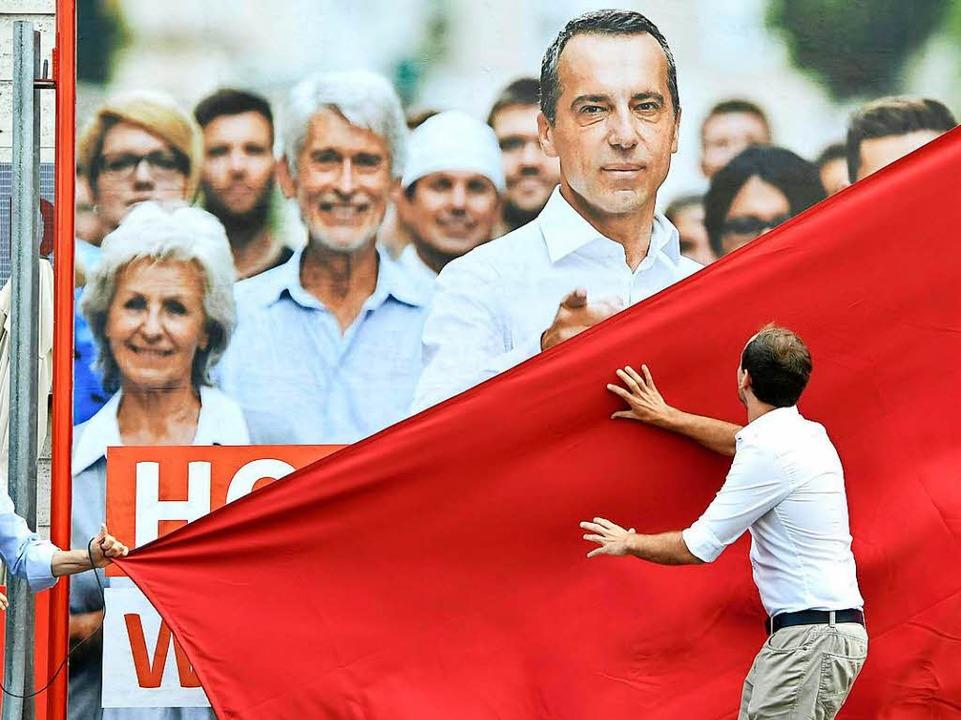 SPÖ-Kanzler Kern auf einem Plakat   | Foto: dpa