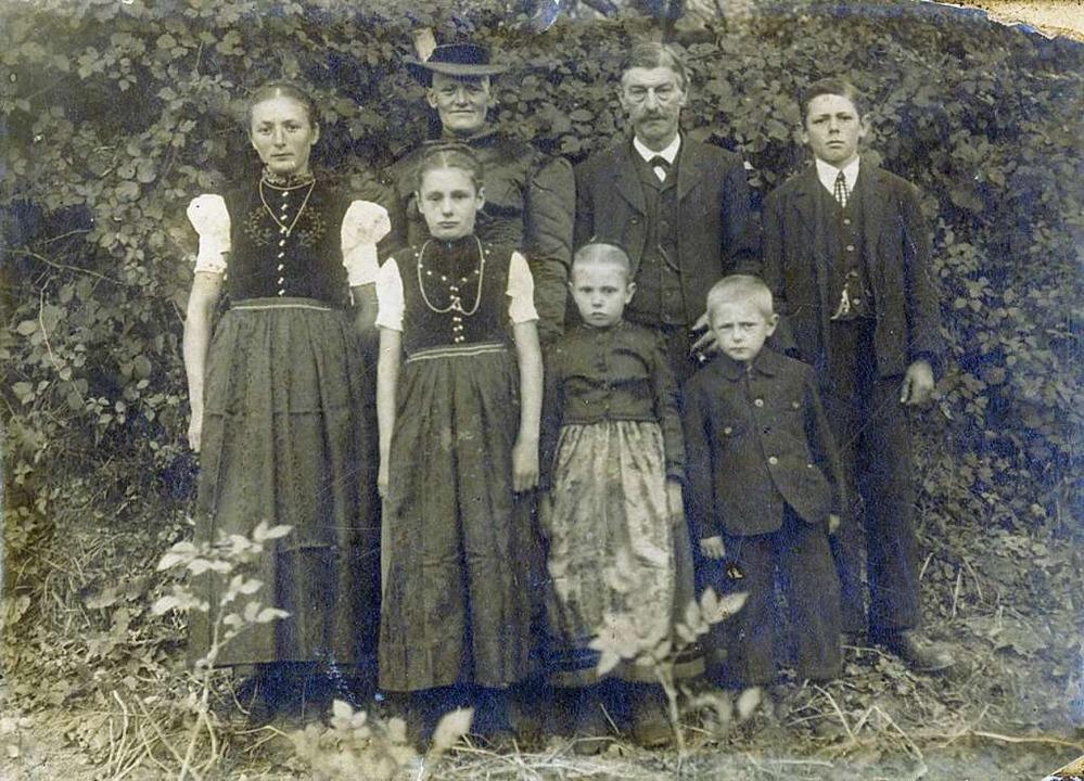 Von 1913 bis 1945  gehörte der Hof Lud...dreas Heizmann (vordere Reihe rechts).  | Foto: Privat