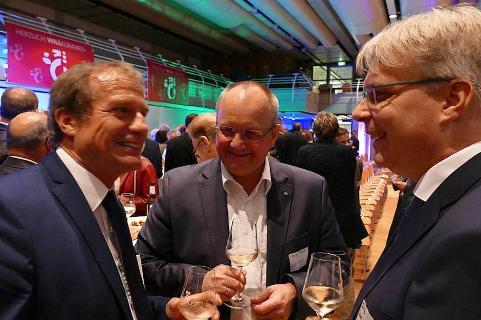 Oberbürgermeister Klaus Eberhardt (von links) mit zweien der Sprecher, Frank Pfister und Dirk Werner (Foto: Ralf H. Dorweiler)