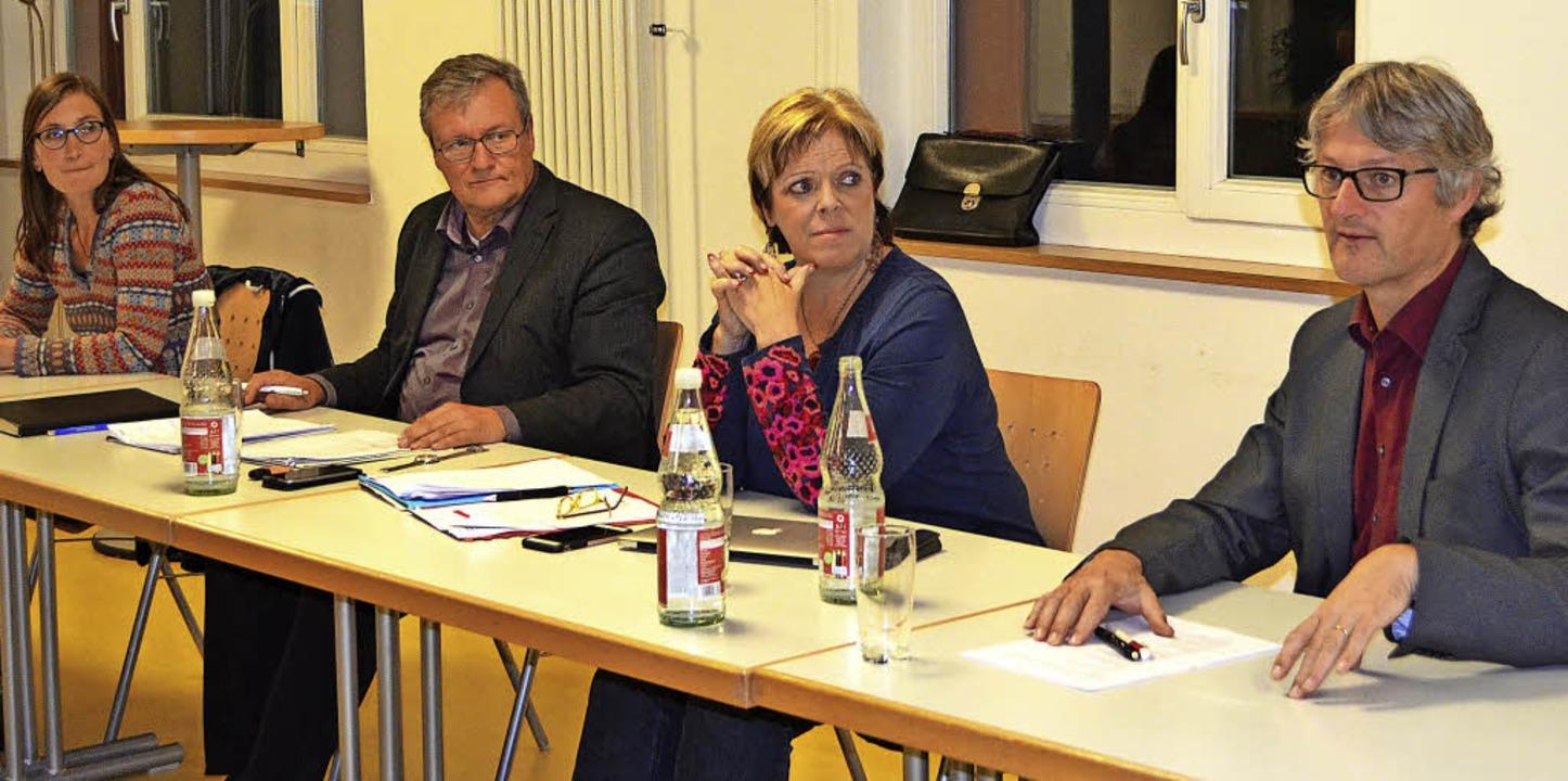 Bei der schulpolitischen Diskussion im...t Erziehung Wissenschaft, von links).   | Foto: Nikolaus Bayer