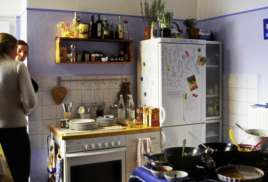 Die Küche ist das Herzstück vieler Woh...ier wird  oft auch gemeinsam gekocht.   | Foto: photocase.de/Leon Rojo