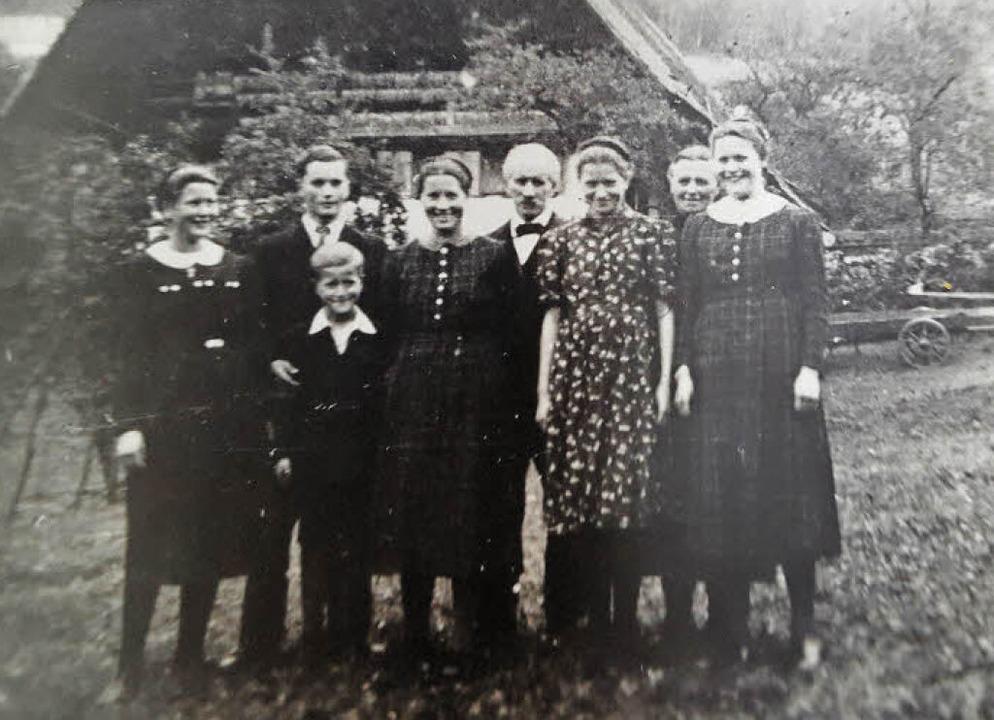 Die Hofbewohner im Jahr 1945: Josef Hi...r Josef, Hilda, Mutter Anna und  Luise  | Foto: Beate Zehnle-Lehmann