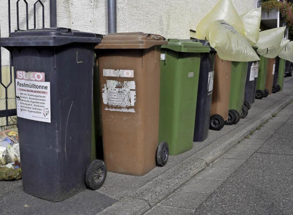 Wie es ihrer Meinung nach bald an Müll...n könnte, simulierten die Anlieger so.    Foto: Thomas Kunz