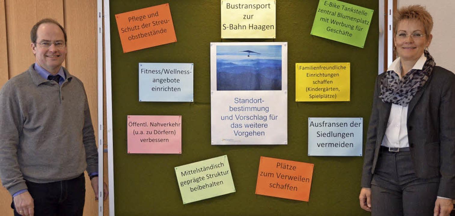 Bürgermeister Dr. Christian Renkert un...Graf strukturierten die Bürgewünsche.     Foto: Maier