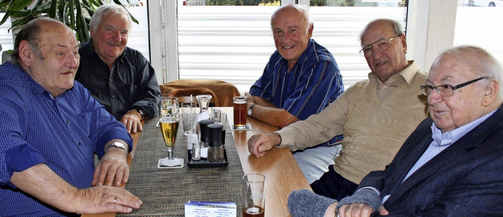 Der Stammtisch der Eisenbahner mit Gründer Heinz Schleyer vorne rechts.     Foto: Weniger