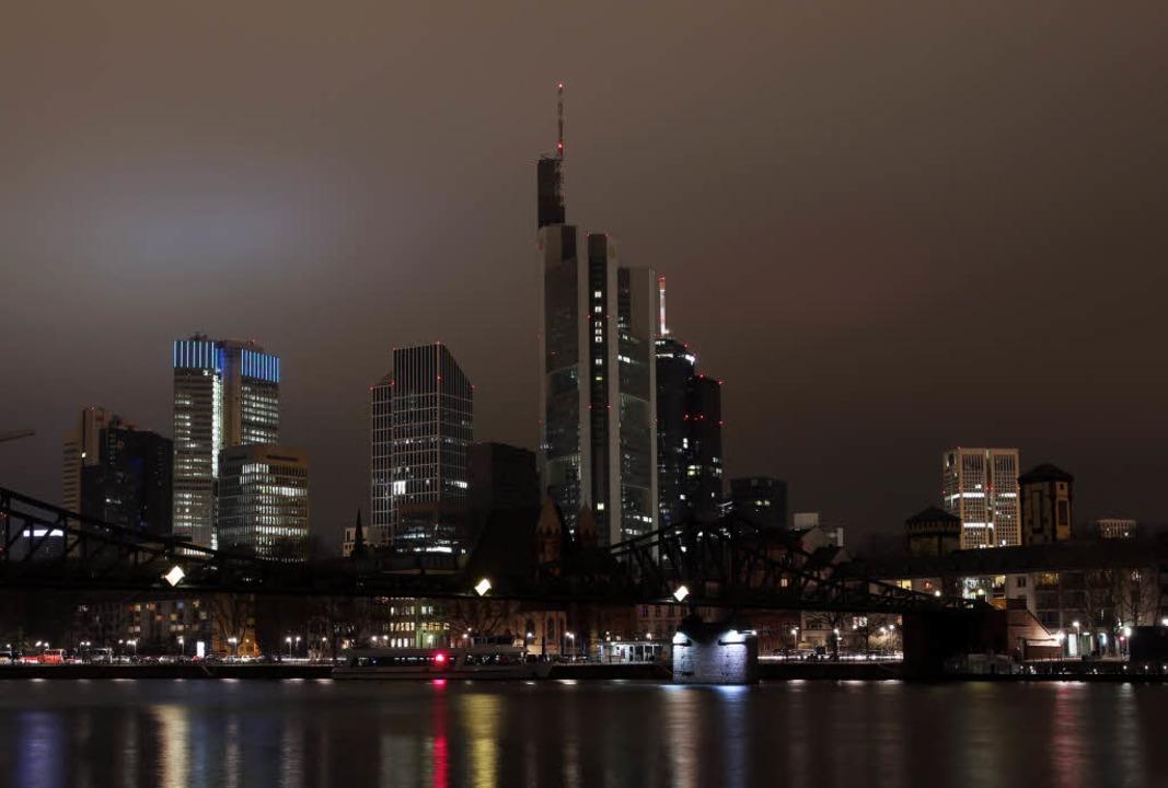 Bei Beleuchtung und Heizung von Gebäud...en Klimawandel aufmerksam machen will.  | Foto: dpa