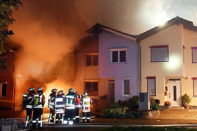 Mehrfamilienhaus brennt in Hohberg