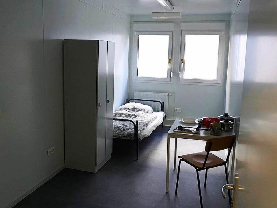 Jeder Bewohner der neuen Unterkunft hat ein 13 Quadratmeter großes Einzelzimmer.  | Foto: Fabian Vögtle