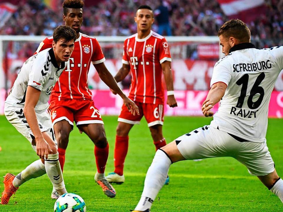 Der SC Freiburg im Spiel gegen Bayern München.    Foto: Achim Keller
