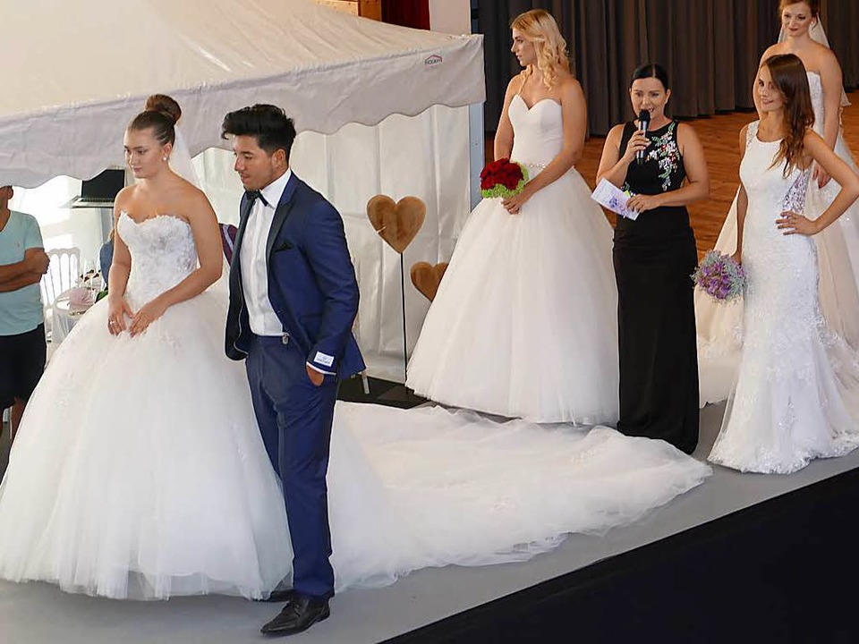 Bei einer Brautmodenschau wurden die a... für Braut und Bräutigam vorgestellt.     Foto: E. Bischoff