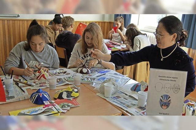 Schüler lernen Hand in Hand