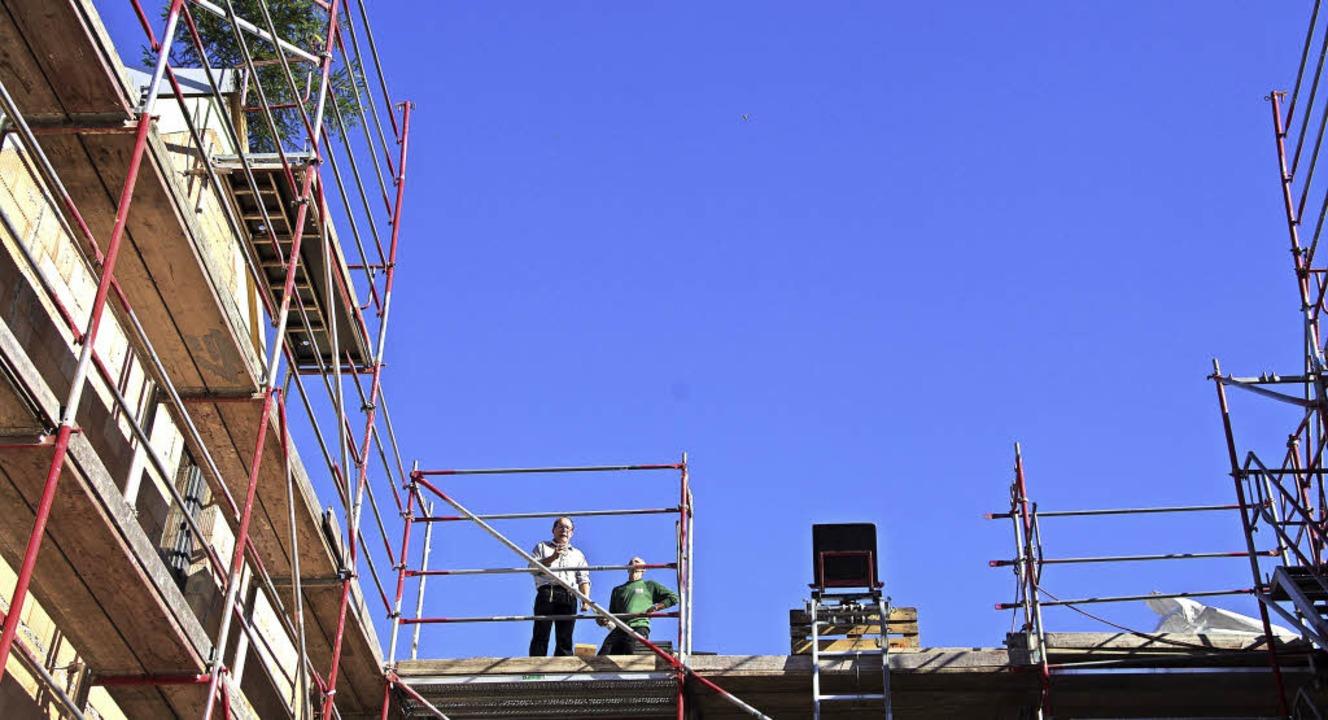Mit einem zünftigen Spruch wurde Richtfest für das  neue Gebäude gefeiert.   | Foto: Martin Pfefferle