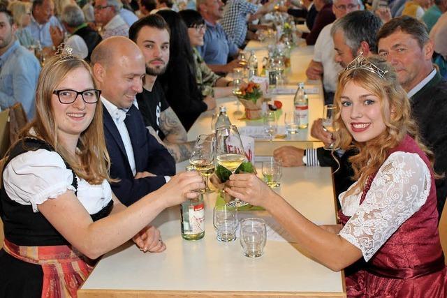 Weinprobe mit strahlenden Hoheiten