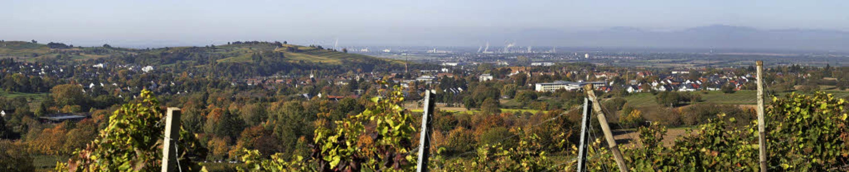 Der Aufstieg lohnt sich: Vom Bammerthü...Blick auf Müllheim und die Rheinebene.  | Foto: Volker Münch