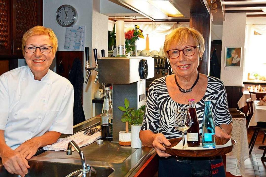 Jetzt kochte Erika Beysel und Edeltrau...che geht&#8217;s andersrum <ppp></ppp>  | Foto: Gerhard Lück