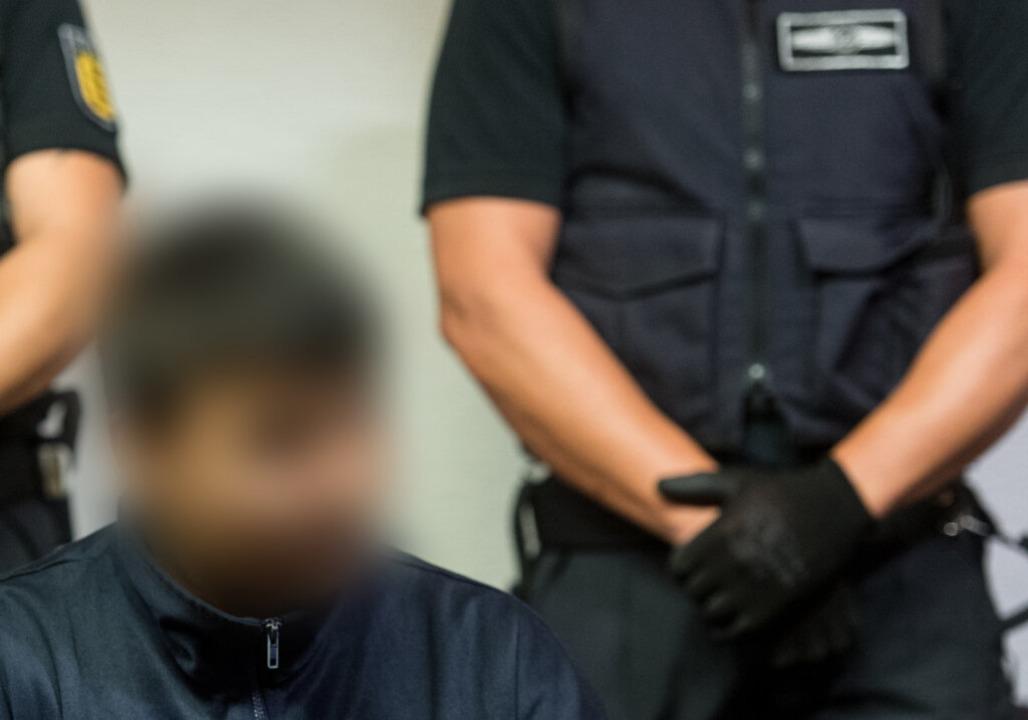 Hussein K. in der vergangenen Woche be...sagte K.s Pflegevater vor Gericht aus.  | Foto: dpa
