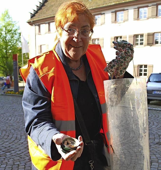 Als Frau, die zupacken konnte, bleibt ... bei einer Stadtputzete im Jahr 2009.   | Foto: Susan Bersem