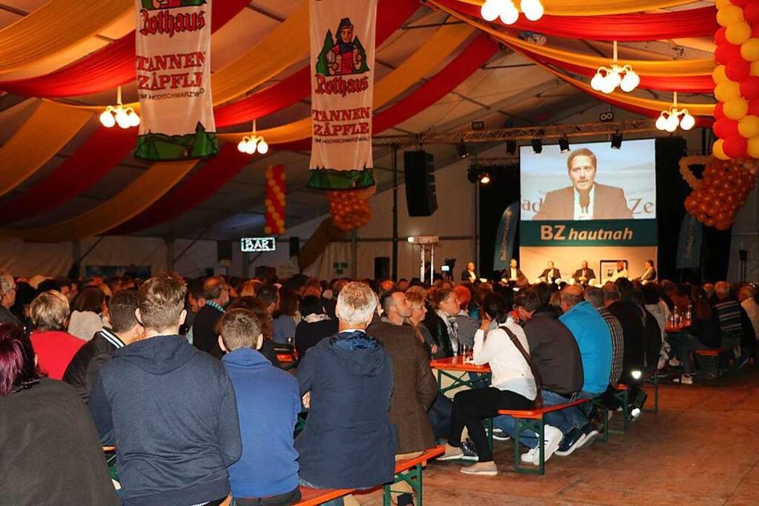 1000 Ihringer und Wasenweiler kamen zu... Tobias Holderer und Benedikt Eckerle.  | Foto: Claudia Müller