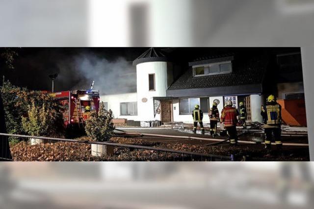 Auch die Feuerwehr dachte, das künftige Rathaus brennt