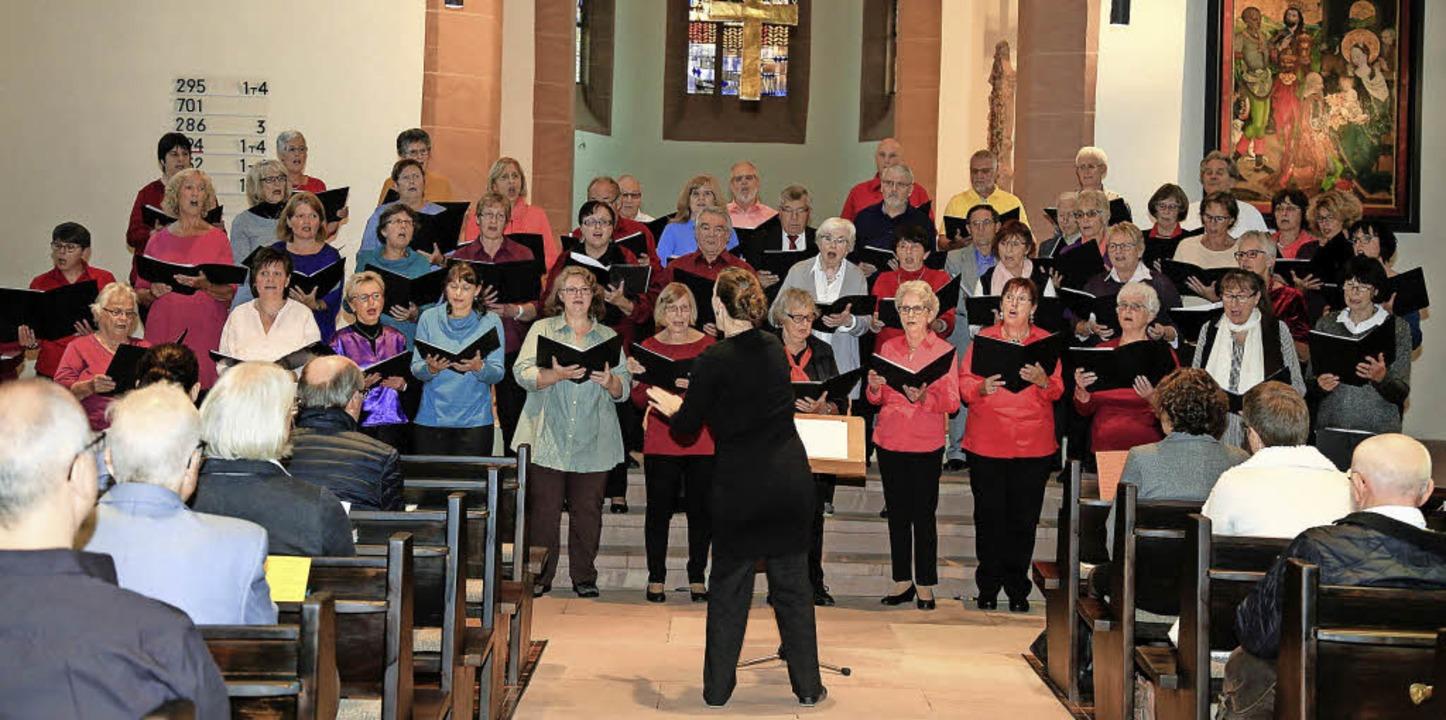 Die Kirchenchöre sangen am Sonntag gemeinsam.  | Foto: Sandra Decoux-Kone