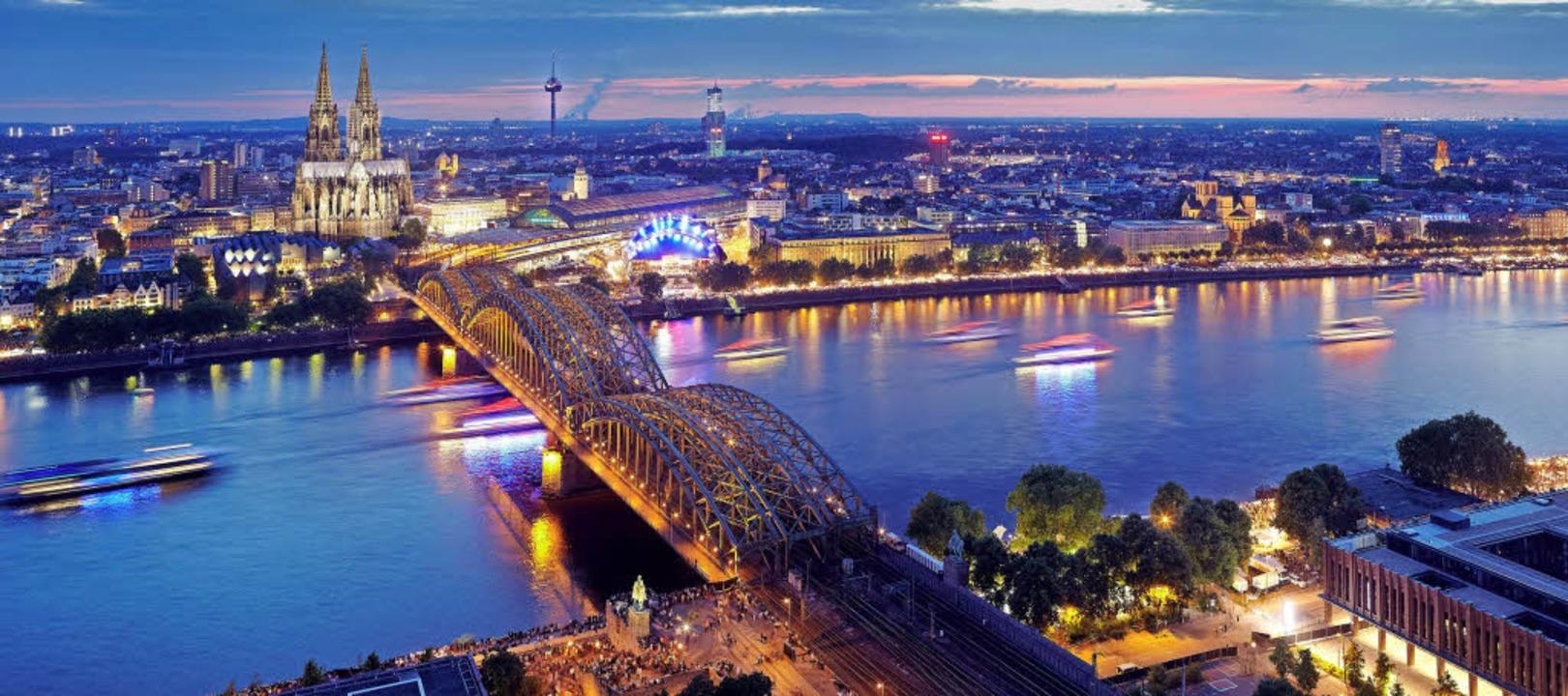 Blaue Stunde: Heute ist Köln eine puls...shalb in seinen letzten Lebensjahren.     Foto: dpa