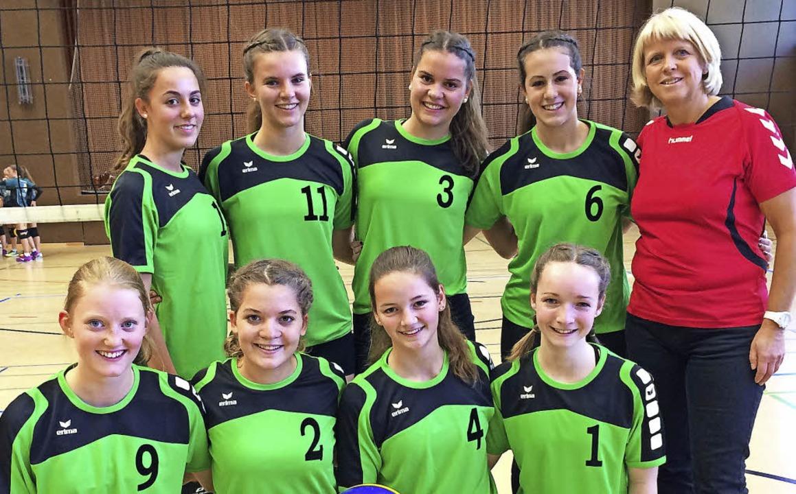 Die Mädchen des TV Neustadt II führen ...e in der Volleyball-Bezirksklasse an.   | Foto: Mutter