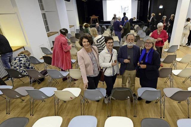 Förderer konnten auf ihren Stühlen im Literaturhaus Platz nehmen