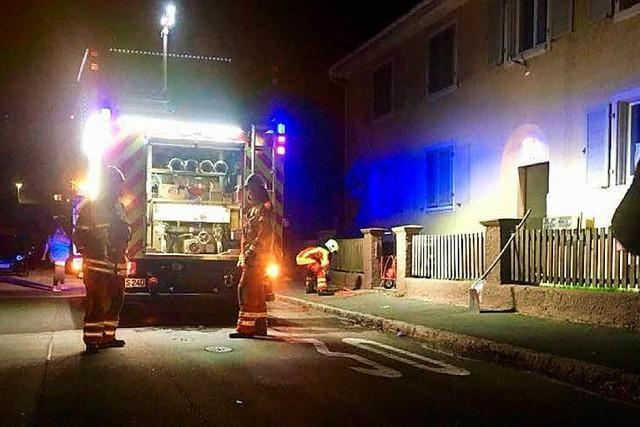Wohnungsbrand endet glimpflich – Mann muss mit Rauchgasvergiftung ins Krankenhaus