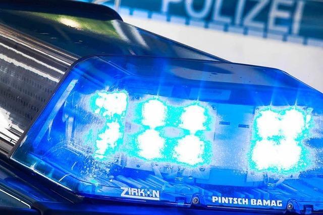 Auto überschlägt sich in Ebnet – 25-Jähriger leicht verletzt