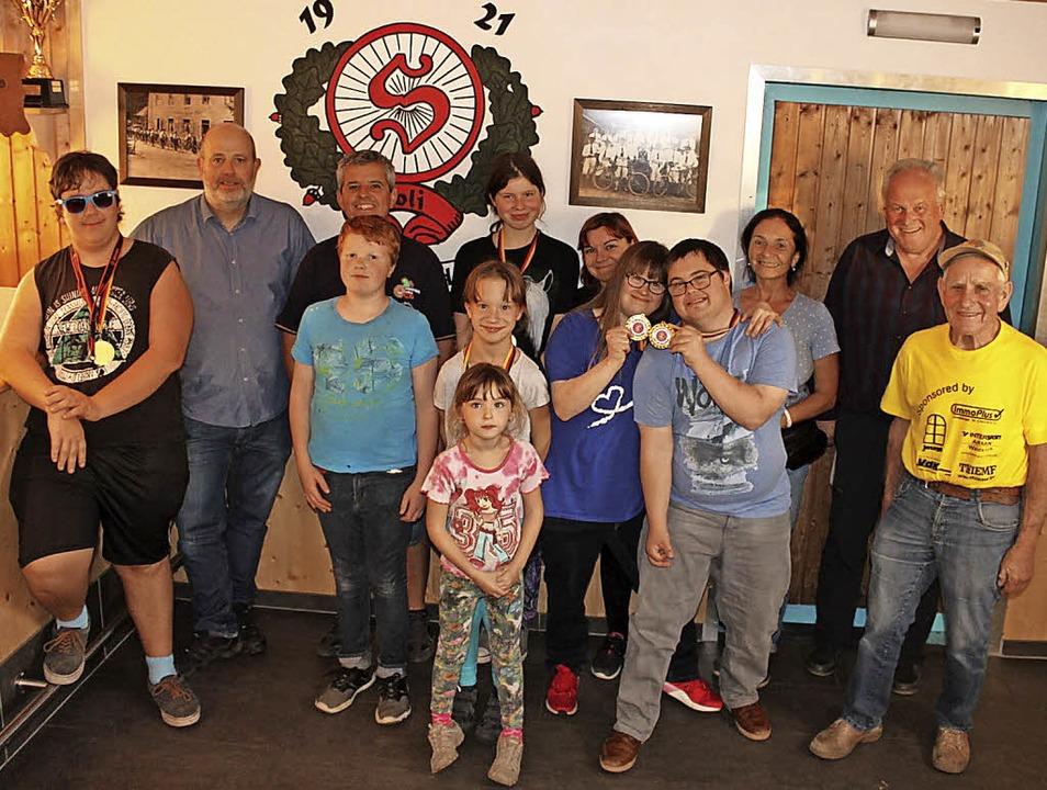 Teilnehmer der Eduard-Spranger-Schule ... Hansjörg Gehring und Erwin Schultis.     Foto: Fotos: Rafael kürz